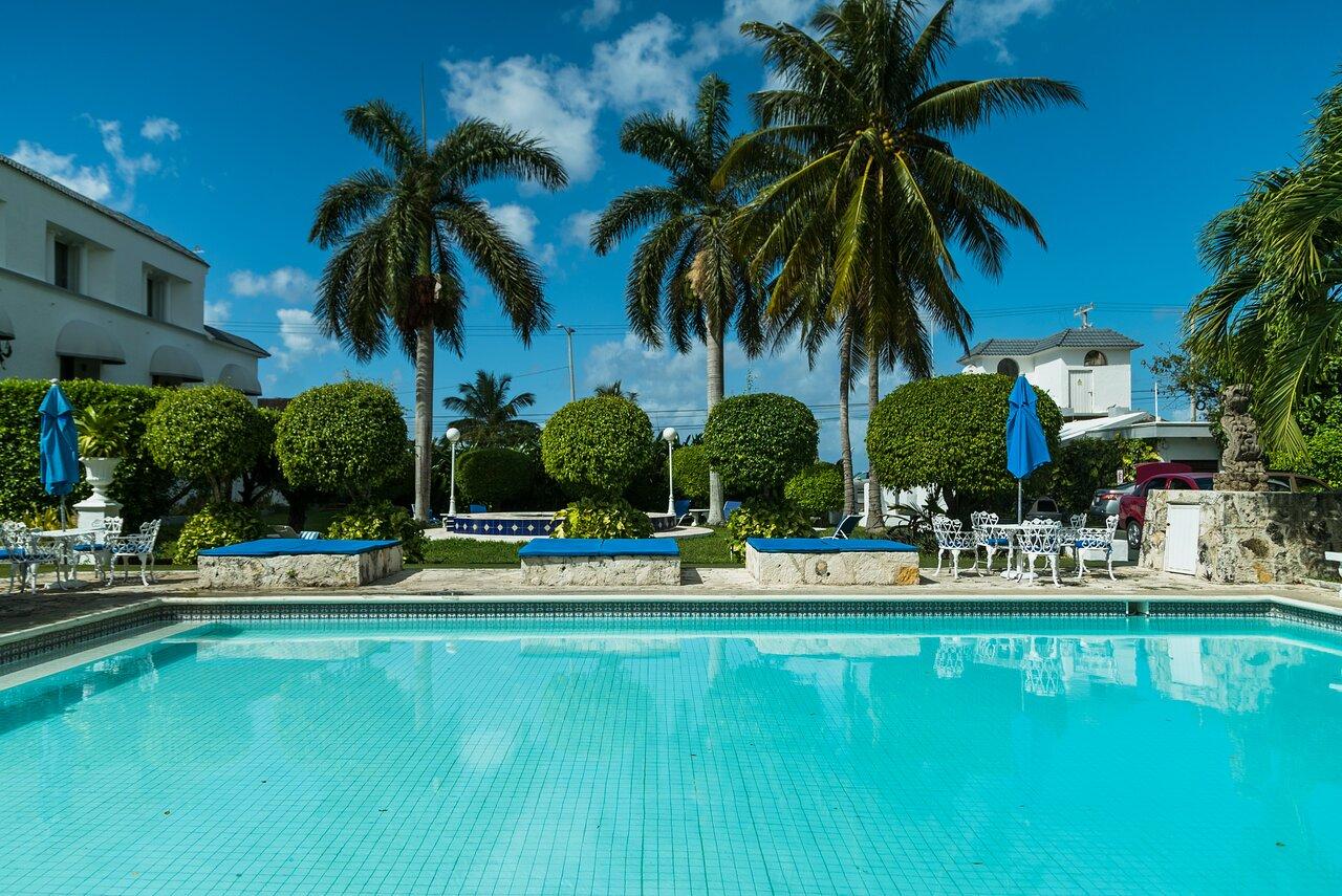 Villa Blanca Garden Beach Hotel